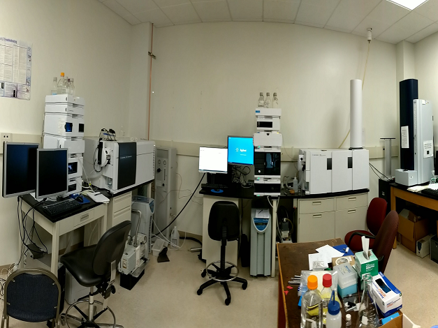 Biomedical lab with equipment