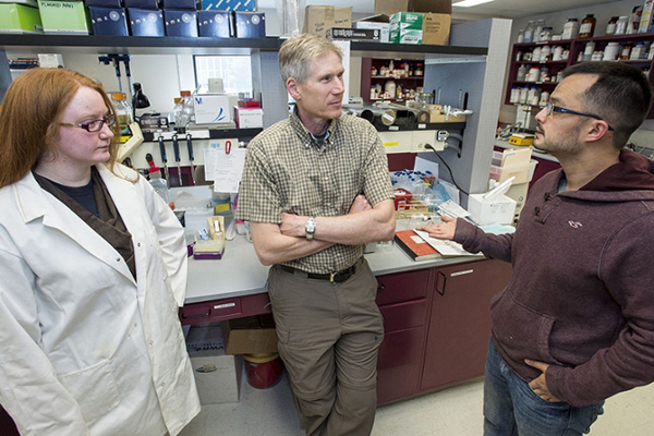 Mark Grimes with 2 researchers in lab